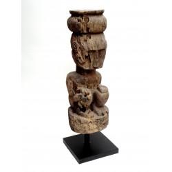 Statue des îles de la Sonde (Timor occidental), provenant du village de Belu-Besikama